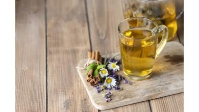 Ziołowe herbatki idealne na przetrwanie upalnych dni